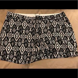 EUC Old Navy Size 14 patten Shorts